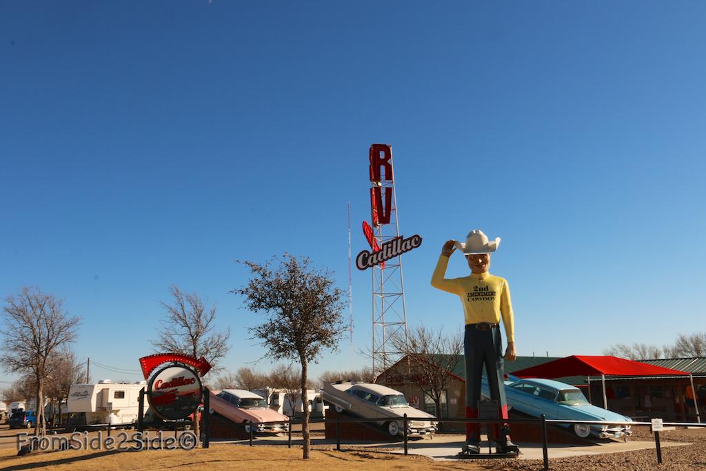 {Route 66} à côté de Cadillac Ranch à Amarillo Texas