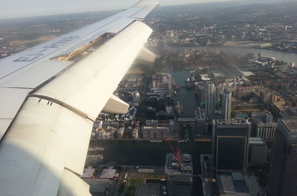 Vistas aterrizaje en London City Airport