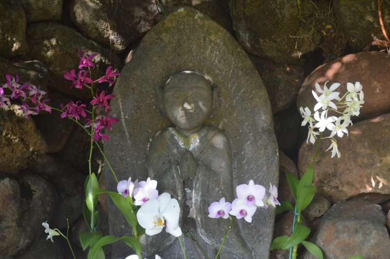 Altar Jizo light