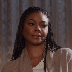 Pendant necklace Gabrielle Union in Almost Christmas (2016)