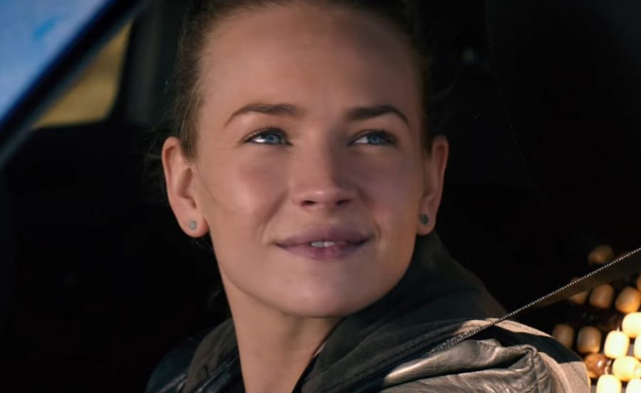 Stud earrings Britt Robertson in The Space Between Us (2017)