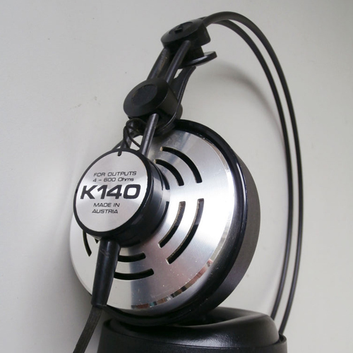 AKG K140 headphones Charlize Theron in Atomic Blonde (2017)