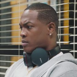 Headphones Ser'Darius Blain in Jumanji: Welcome to the Jungle (2017)