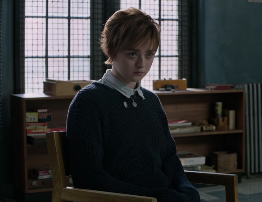Dark blue sweater Maisie Williams in The New Mutants (2019)