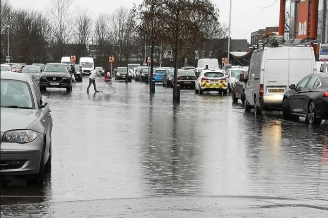 Storm Dennis: Flooding at Danson A2 interchange & supermarket