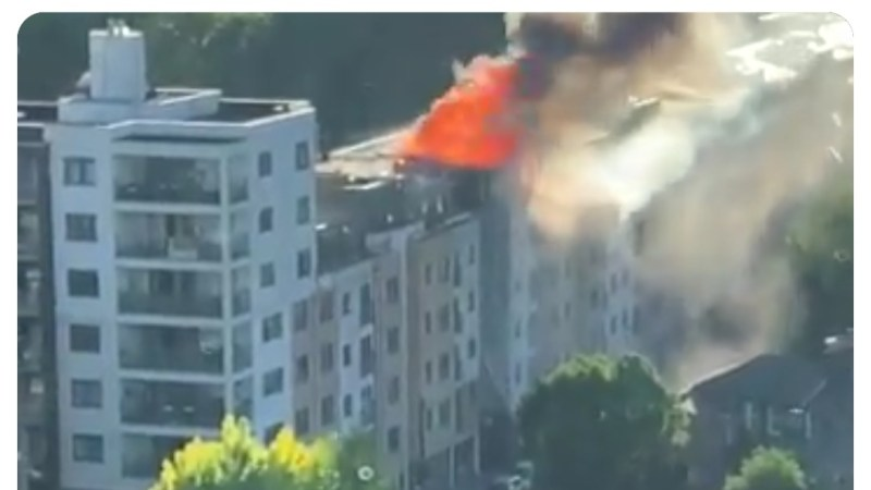 Fire hits Deptford block of flats