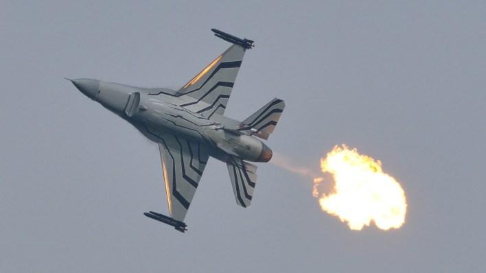 f-16 belga flame out