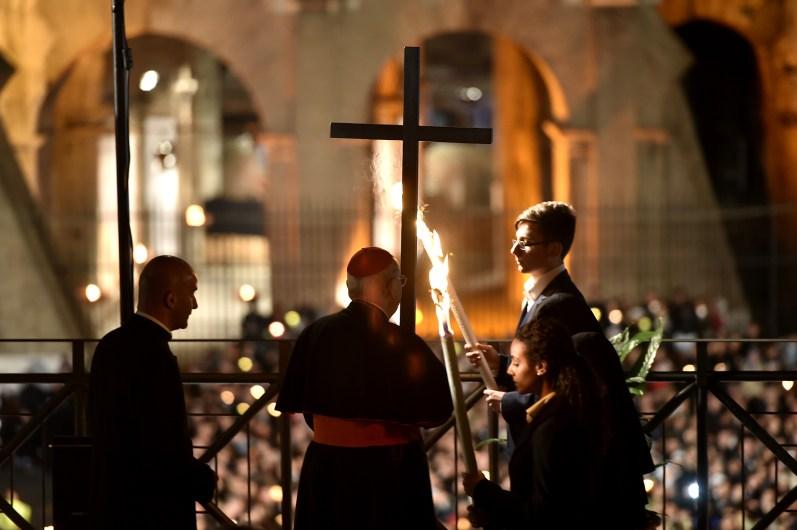 Papa-Francesco-Roma-3-aprile-2015-via-Crucis-al-Colosseo-05