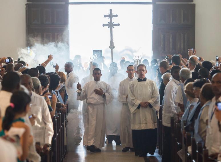 Papa-Francesco-nel-Santuario-della-Virgen-de-la-Caridad-del-Cobre-a-Santiago-01