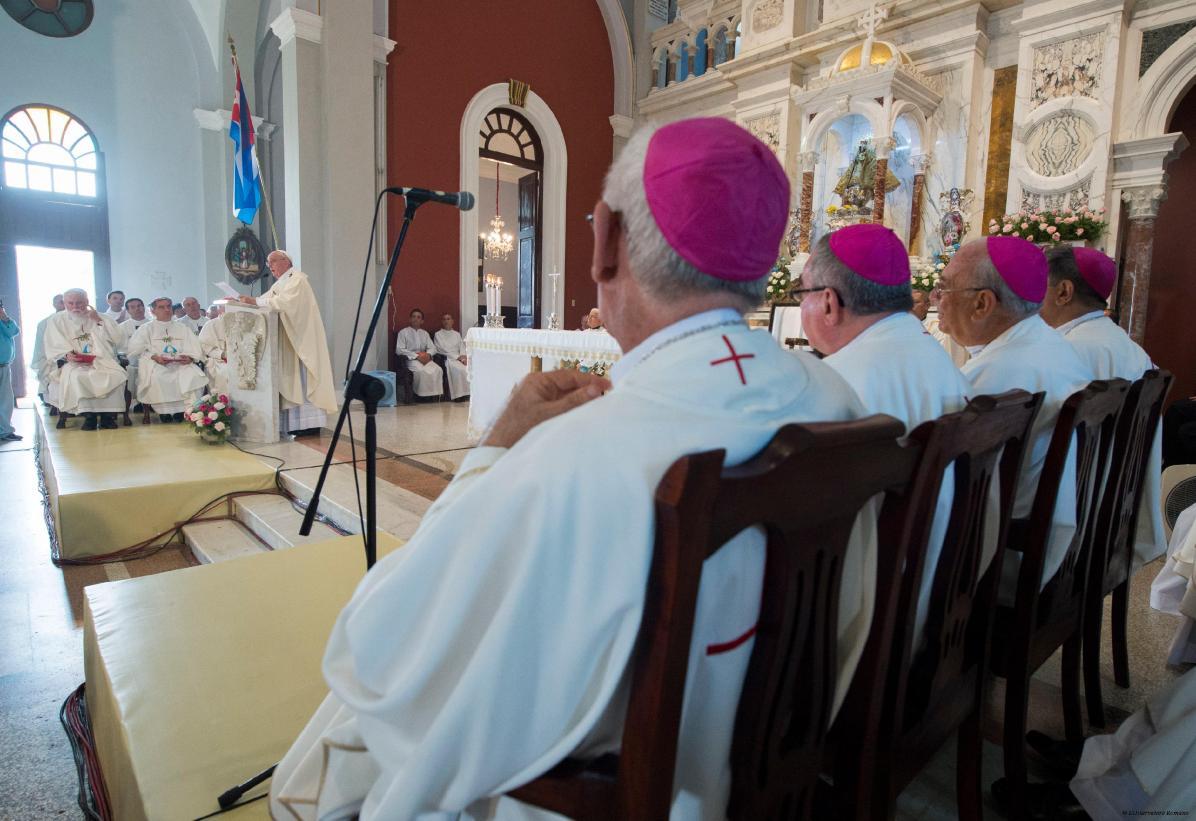 Papa-Francesco-nel-Santuario-della-Virgen-de-la-Caridad-del-Cobre-a-Santiago-04