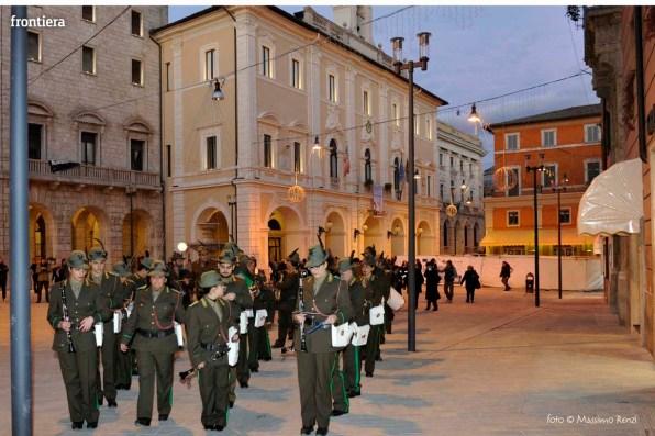 Santa-Barbara-2015-Inaugurazione-mostre-sotto-gli-archi-del-Comune-foto-Massimo-Renzi-15
