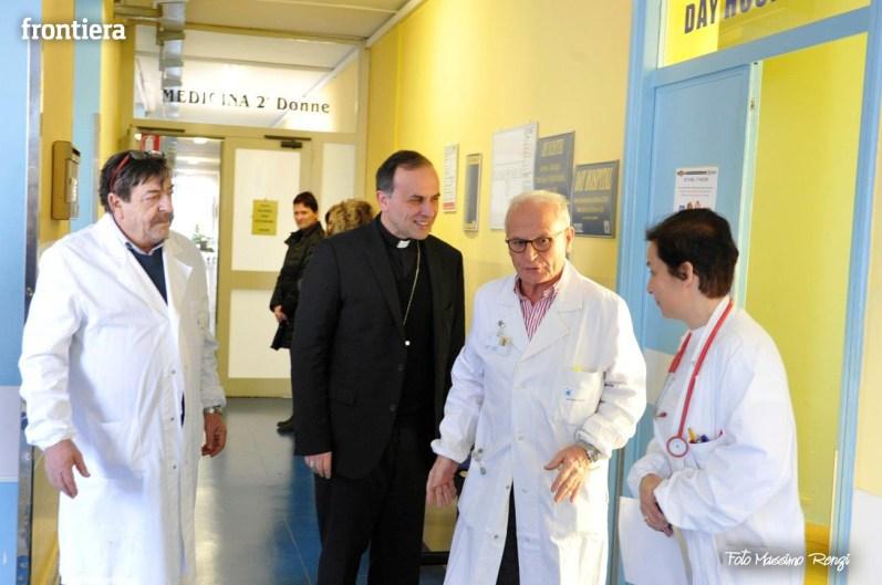 Mons-Domenico-Pompili-visita-al-De-Lellis-(22-dicembre-2012)-foto-di-Massimo-Renzi-12