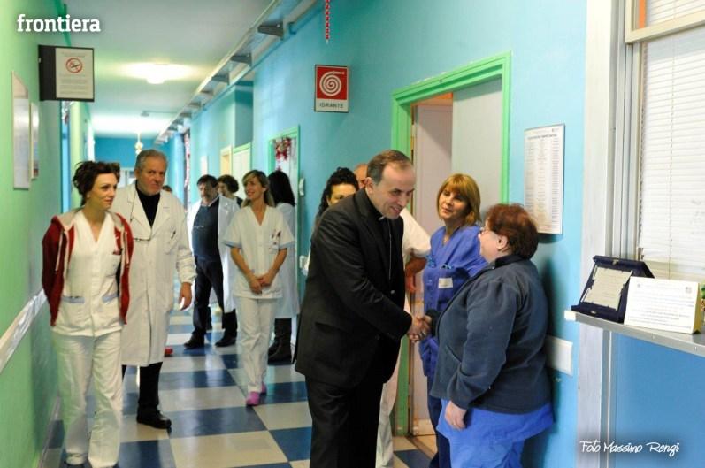 Mons-Domenico-Pompili-visita-al-De-Lellis-(22-dicembre-2012)-foto-di-Massimo-Renzi-20