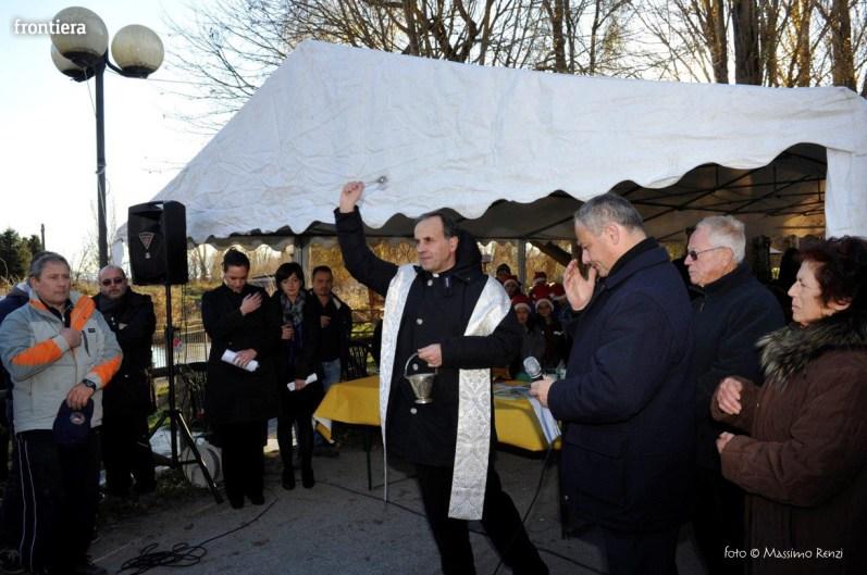 Mons. Domenico Pompili benedice il presepe subacqueo di Rivodutri