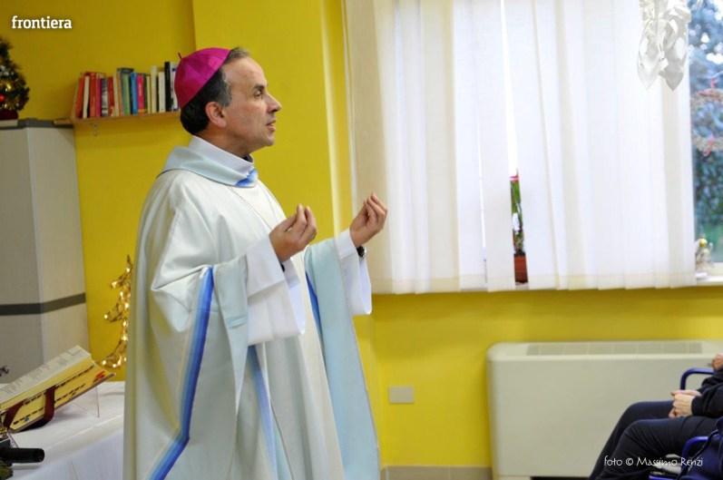 Visita-del-Vescovo-Domenico-Pompili-alla-RSA-di-S-Rufina-foto-Massimo-Renzi-01