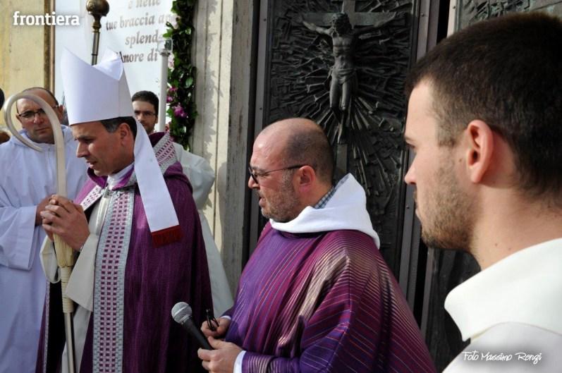 Apertura-Porta-Santa-Chiesa-Nuova-14-febbraio-2016-foto-Massimo-Renzi-17