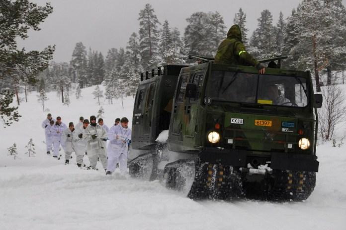 """Noorwegen lanceert militaire operatie tegen Zweden – om """"Coronazweden"""" tegen te houden"""
