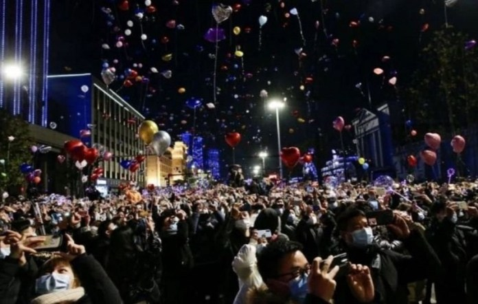 Virusbron Wuhan stadscentrum op oudejaarsavond volgepakt met mensen en Westerse steden leeg