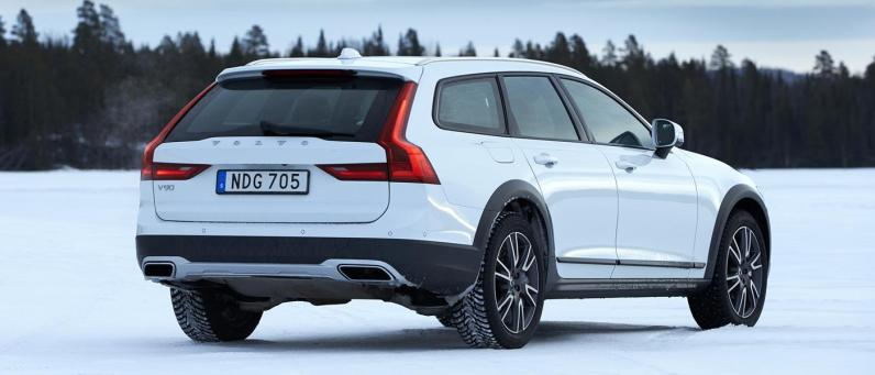 Volvo V90 Cross Country 2017 02