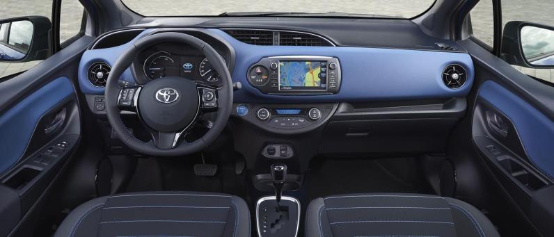 Toyota Yaris Hybrid 2017 03