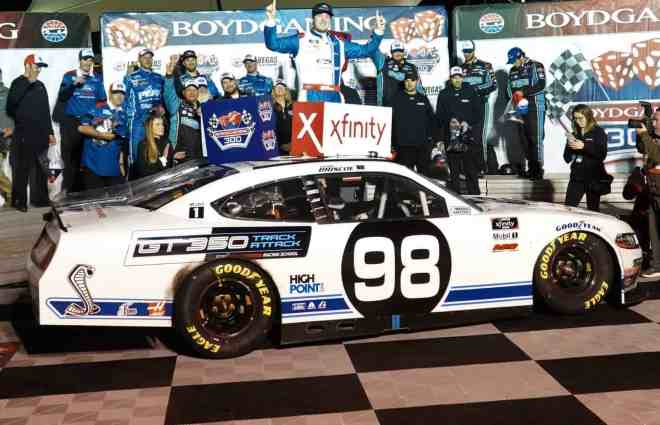 Chase Briscoe Holds Off Austin Cindric to Win Rain-Delayed Boyd Gaming 300