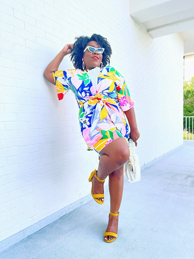 How-to-Pose-on-a-Wall-Plus-Size-Fro-Plus-Fashion