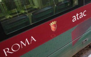ROMA. BUS ATAC LINEA 916 IN FIAMME, NO PROBLEMI PER PERSONE.