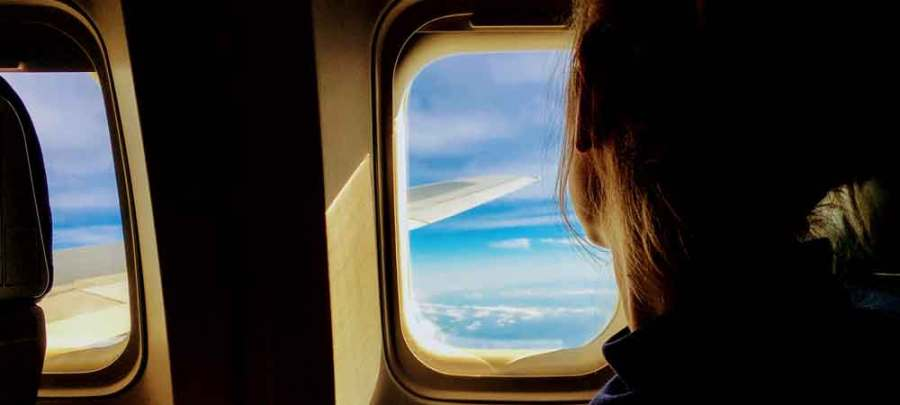 What to Do on a Long Flight Without an Electronic Device