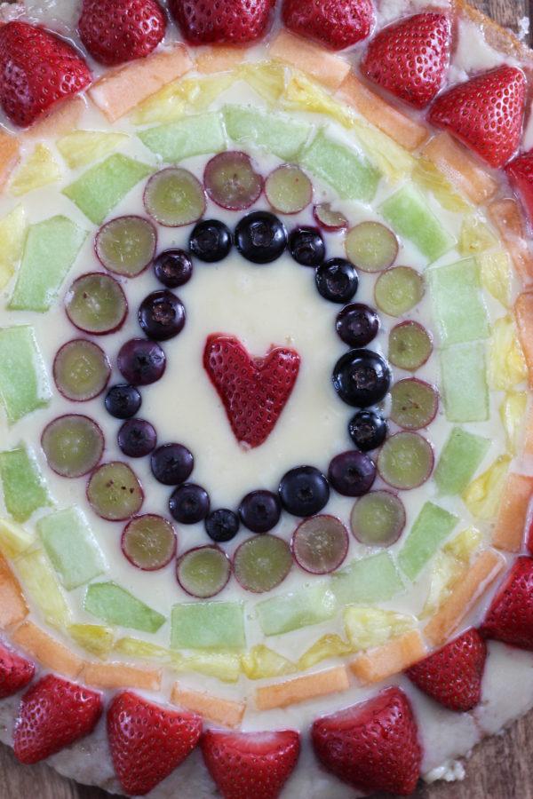mascarpone-fruit-rainbow-pizza