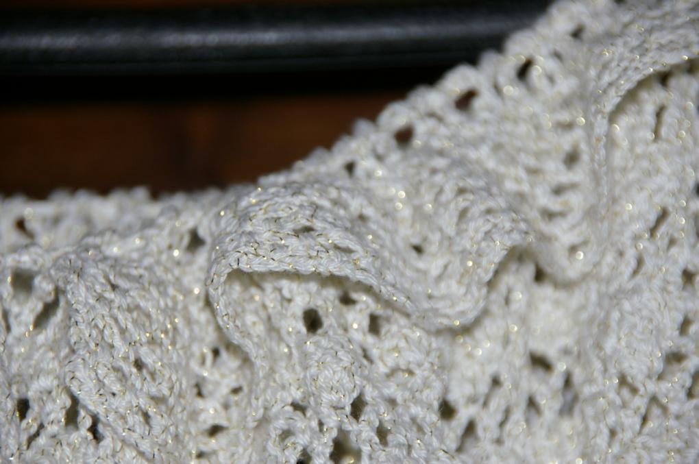 Une de mes créations de l'été dernier : une blouse ajourée au crochet et son bonnet assorti