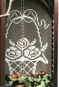 rideau filet corbeille fleurs