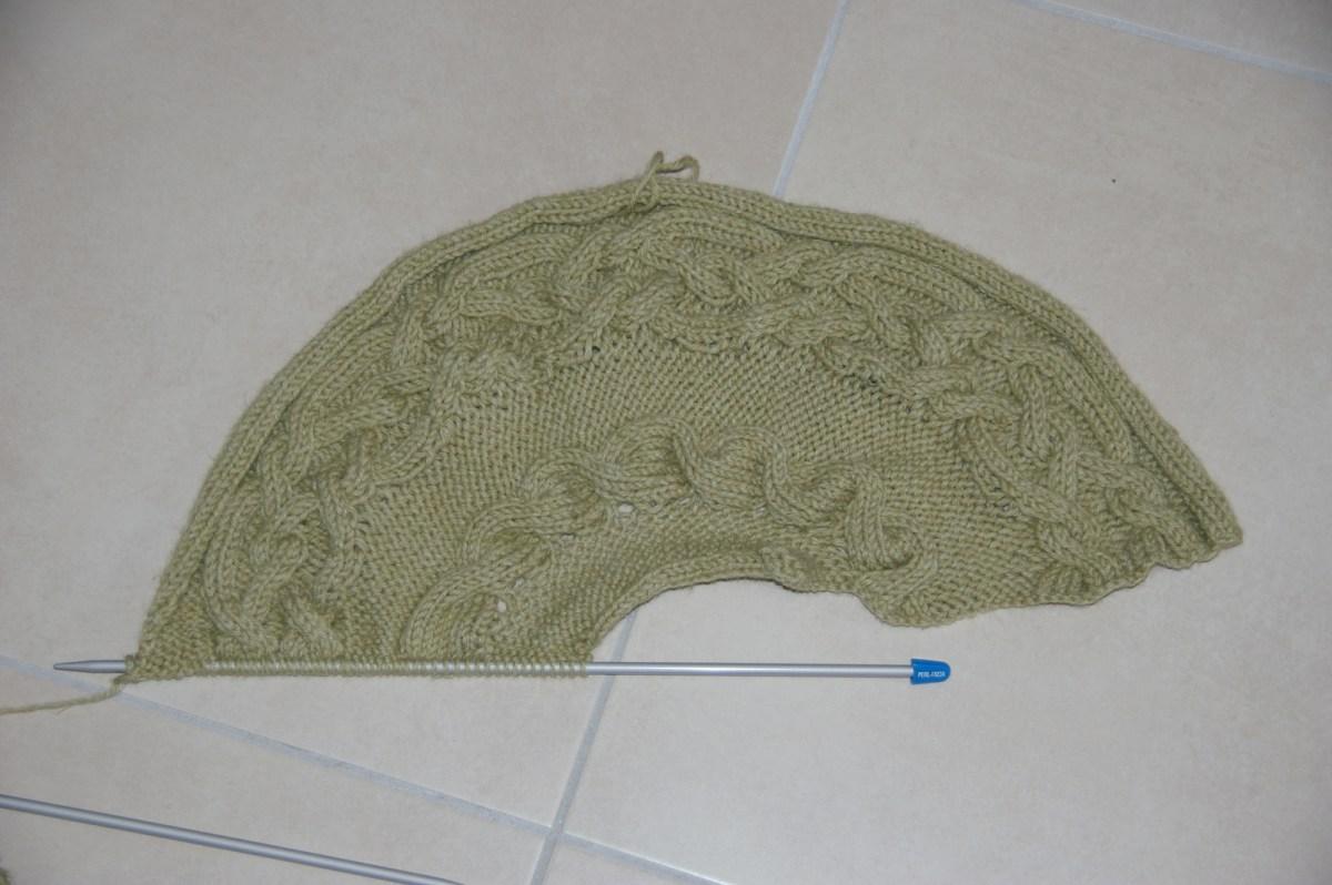 La moitié du tricot.