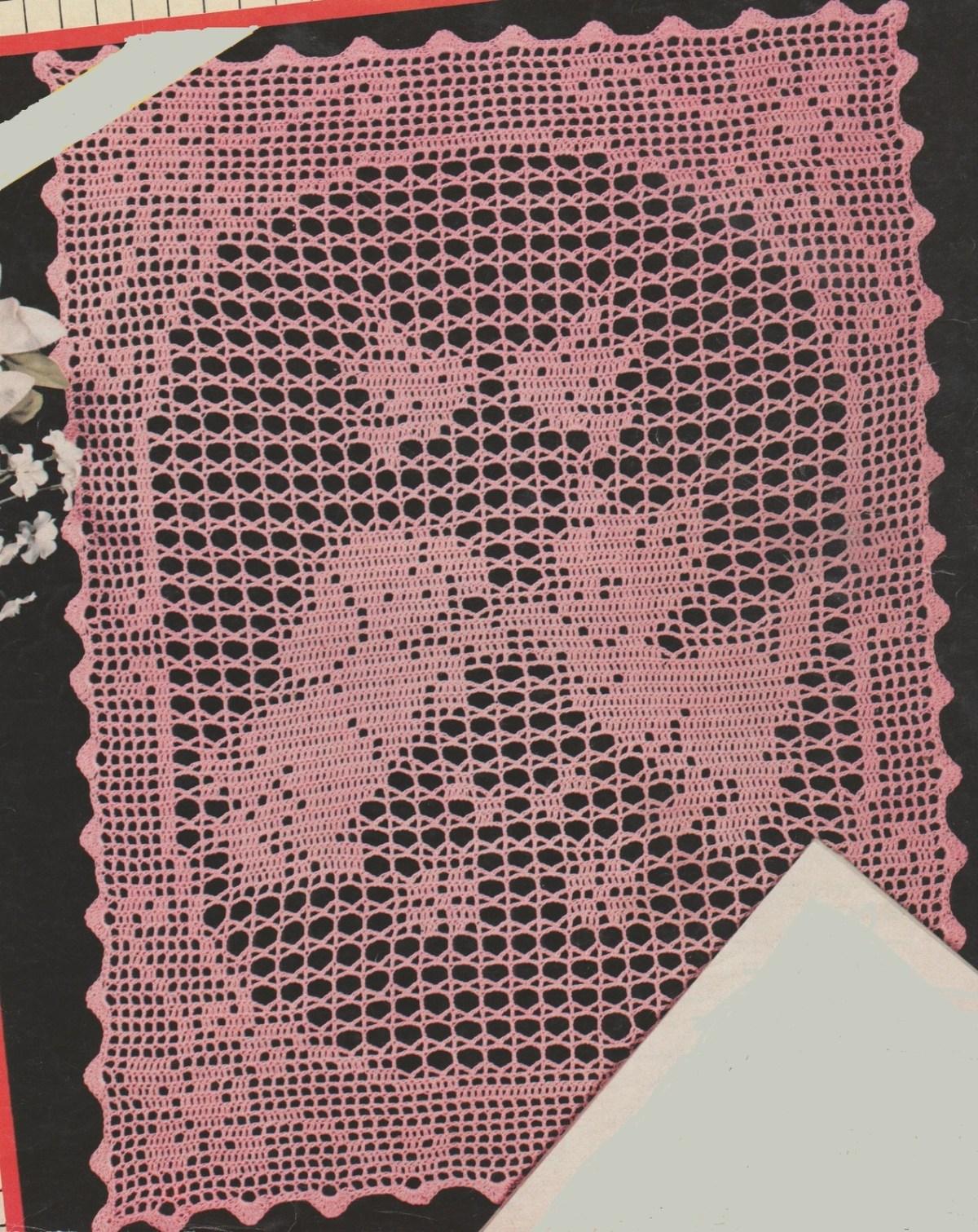 Ici, il est en rose, moi je l'avais fait couleur écru avec du fil 10 et un crochet 1,5.