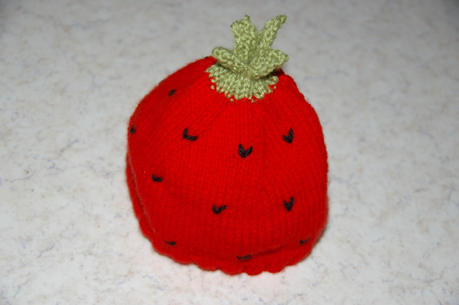 Ce bonnet fraise est aussi destiné aux 3 - 6 mois.