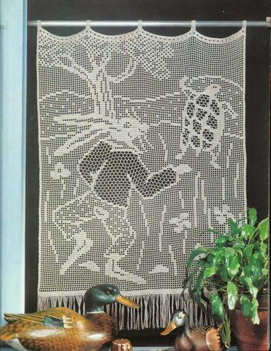 L'illustration montre une tortue qui s'échappe, poursuivie par le lièvre.
