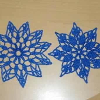 DECO NOEL AU CROCHET : 2 étoiles bleues avec tuto - Le blog de crochet et tricot d'art de Suzelle
