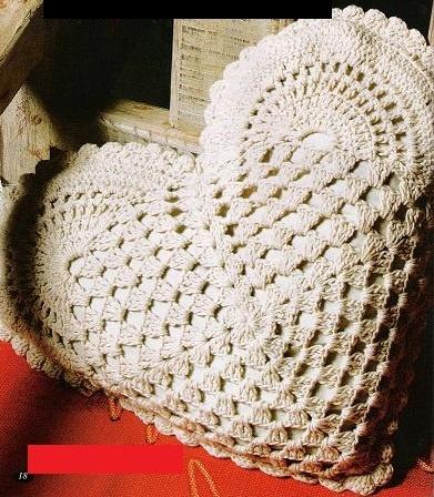 Il est confectionné en gros coton 4 ou 6, voire 3 et un crochet N° 3 1/2