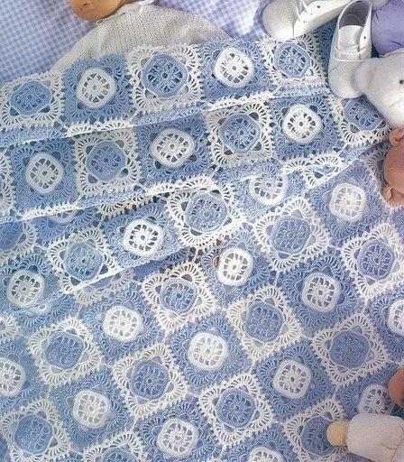 Il est composé de granny patch assemblés au dernier rang du motif.