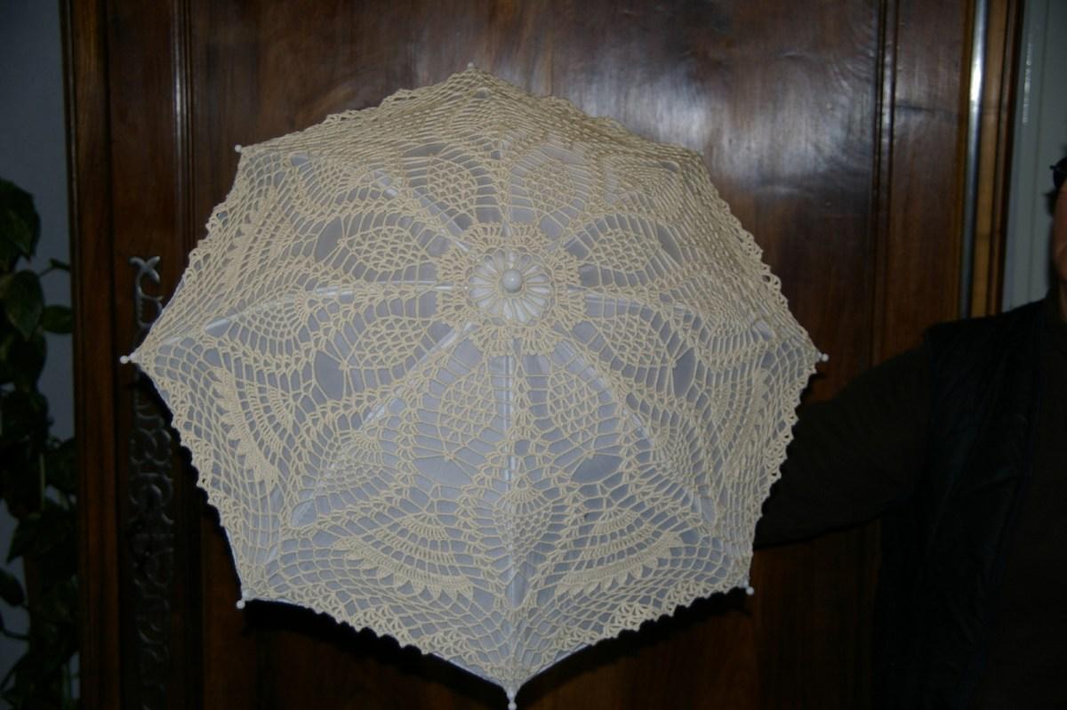 Ombrelle sur armature d'ombrelle avec tissu