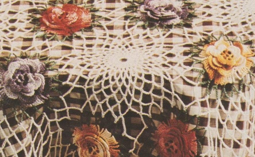 Chaque rosace est entourée par 6 fleurs.