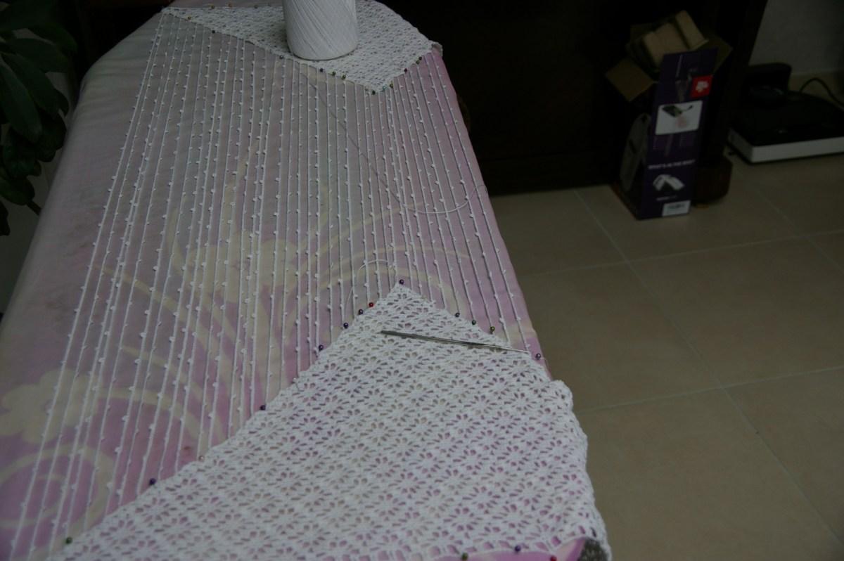 Comme la planche n'était pas assez large, j'ai du retirer les épingles et replacer les triangles