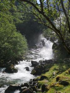 waterval fjordenlandschap Noorwegen