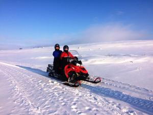 Sneeuwscooter avontuur Finnmark Fru Amundsen