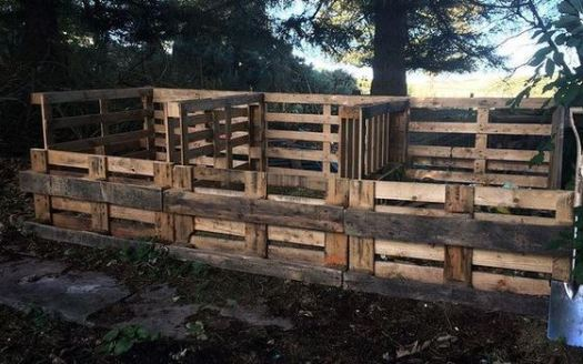 making compost in recycled pallet containers