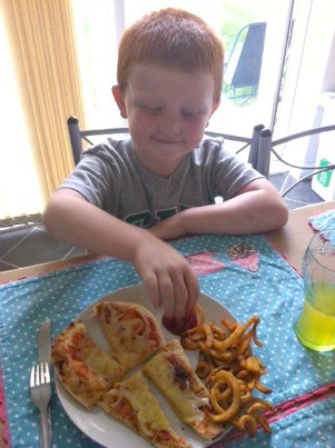 Family Friendly Frugal Meals – Cheats Naan Bread Pizza