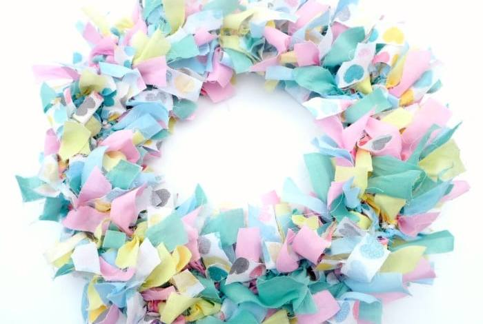 21 beautiful homemade Spring wreath ideas….
