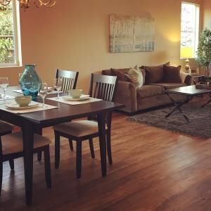 The homestaging came together beautifully!  all those great frugelegancehellip