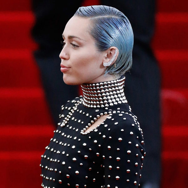 Picture of Miley Cyrus with grey/blue hair