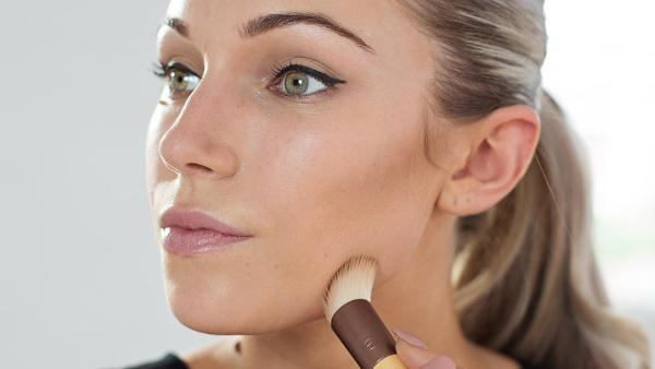 lady brushing face after contour