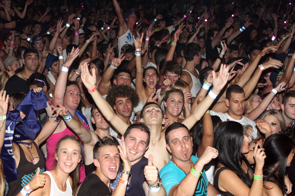 Crowd at DJ Pauly D event